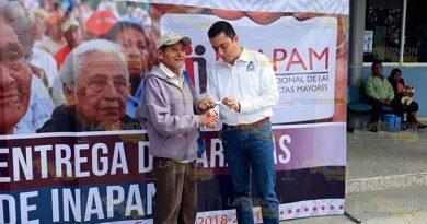 Entregan tarjetas del INAPAM en Álamo
