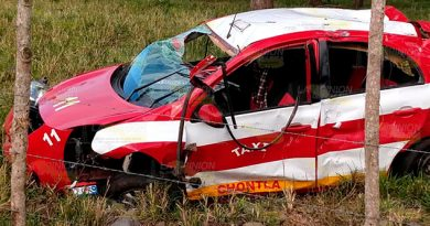Fallece taxista en volcadura sobre el tramo Chontla - Citlaltepec