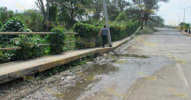 Fuga de agua causa daños en Cerro Azul