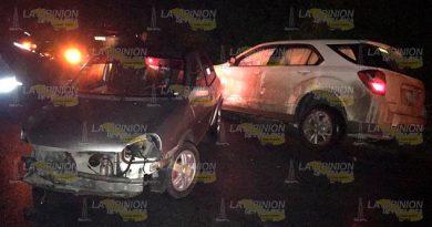 Invade carril y choca sobre la carretera hacia Villa Mar en Tuxpan