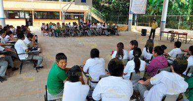 Llevan platicas sobre tema de acoso escolar en Tlapacoyan