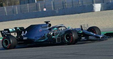 Mercedes presenta un coche 'nuevo' y McLaren rompe