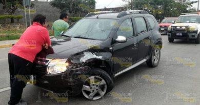 Provoca accidente al intentar dar vuelta en U en Tuxpan