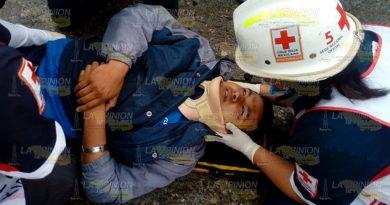 Repartidor resulta herido al caer de una motocicleta