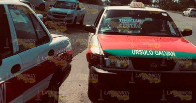 Ruleteros colisionaron por alcance sobre la Tuxpan - Pachuca