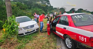 Se impactan vehículos en la carretera en el tramo Tecolutla - Gutiérrez Zamora