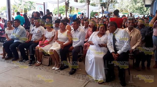 Se unen en matrimonio 140 parejas en Álamo