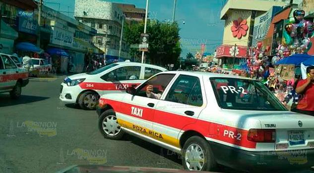 Taxista amenaza a mujer en el centro de Poza Rica