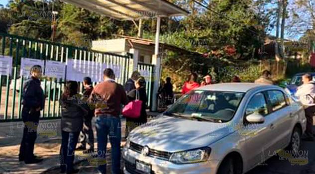 Toman oficinas de la Semarnat en Xalapa