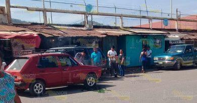 A punto de incendiarse un automóvil en el centro de Cerro Azul