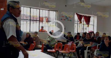 Llegan a un acuerdo padres de familia y maestra de primaria en Papantla