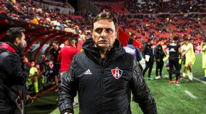 Ángel Guillermo Hoyos dejó de ser el técnico de Atlas