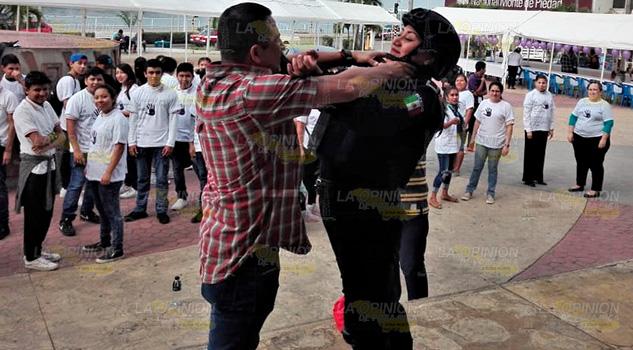 Agreden en las calles al 66% de las jóvenes; les enseñan autodefensa en Tuxpan