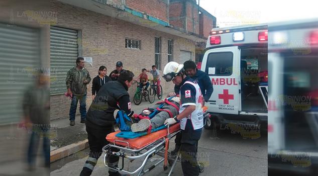 Albañil cae desde segunda planta de construcción en Álamo