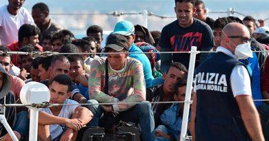 Barco de una ONG italiana rescata a 49 migrantes y pide un puerto seguro