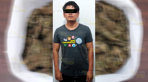 Cae estudiante con bolsa con droga en Tuxpan