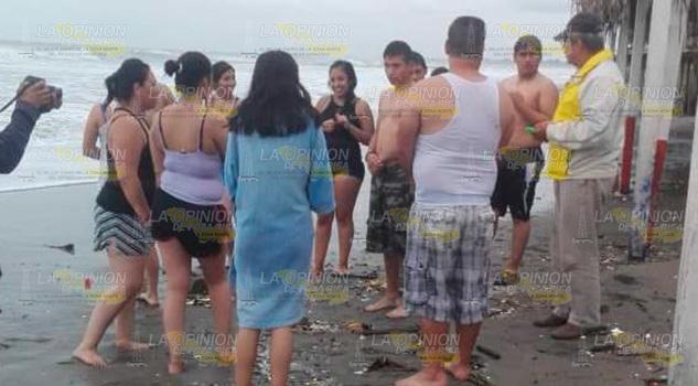 Continúa la bandera roja en playas de la Barra de Cazones