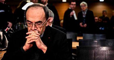 El papa rechaza renuncia de cardenal que encubrió abusos