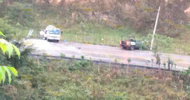 Encontronazo entre camioneta militar y pipa de gas en el boulevard Papantla - Tajín