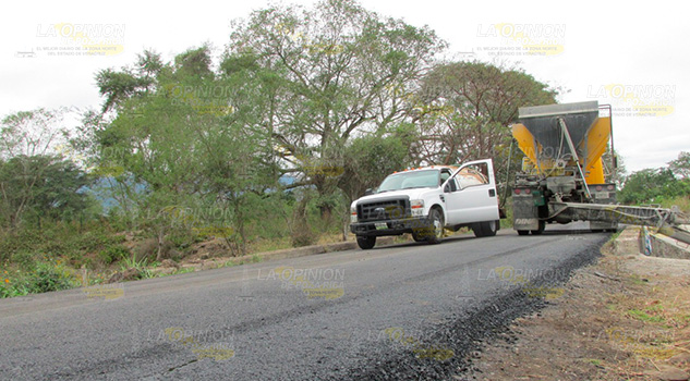 Exigen a la SCT obra de calidad en carretera hacia Tancoco