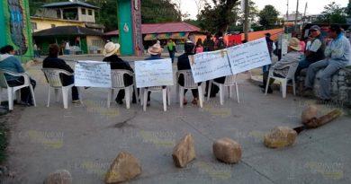 Habitantes de Chicontepec bloquean carretera a la altura de Mexcatla