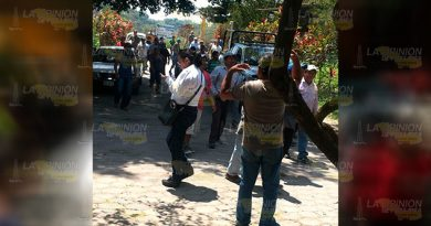Habitantes de Morgadal abren paso en la carretera Matamoros - Puerto Juárez
