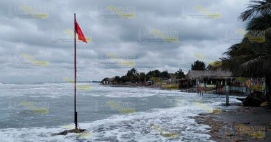 Hacen recuento de daños en Barra de Cazones por frente frío 44