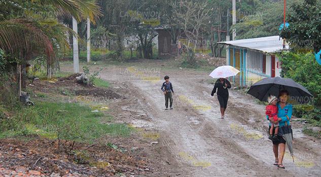 Invasores de la colonia El Mirador de Poza Rica se roban la luz y el agua