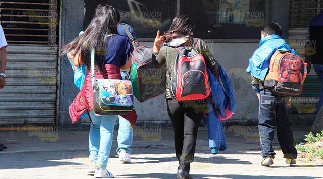 Jóvenes de Poza Rica se van al extranjero