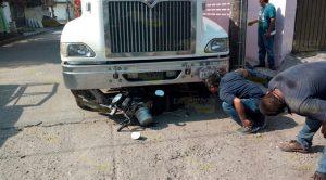 Motociclista es impactado por Taxi en Martínez de la Torre