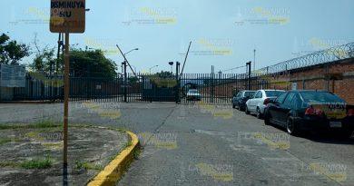Niega Pemex el acceso al complejo Petroquímico Escolín