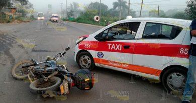 Obreros en motocicleta chocan con un taxista en la Tuxpan - Tampico