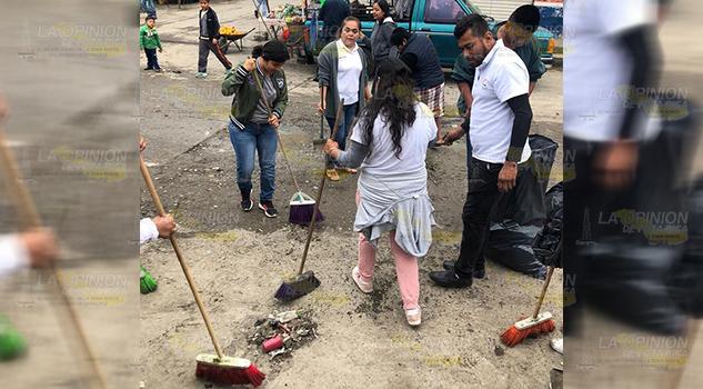Participan la Ceiba en reto #BasuraChallenge