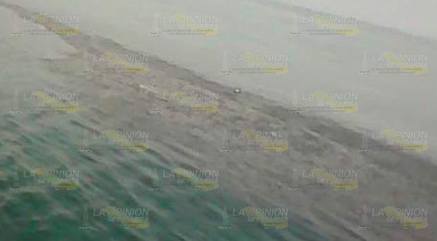 Pescadores de La Barra de Cazones descubren derrame en altamar