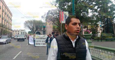 Protestan trabajadores del DIF en Xalapa