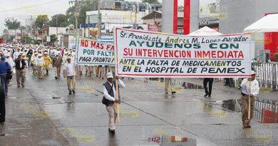 Reclaman jubilados medicinas en Poza Rica