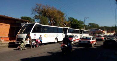 Retienen camiones en Orizaba, buscaban trabajar sin permiso