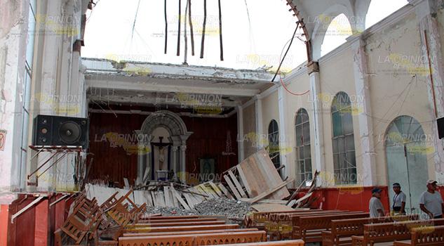 Se desploma andamio en el interior de parroquia en Cerro Azul