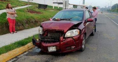 Se estrella en un taxi estacionado en la Tuxpan - Tampico