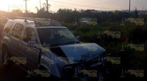 Taxi y camioneta chocan en Naranjos, una lesionada