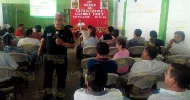 Tránsito capacita a próximos conductores de Transporte Público en Coyutla
