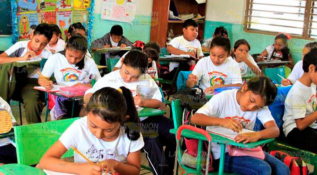 Urge atención especial a estudiantes sobresalientes en Venustiano Carranza