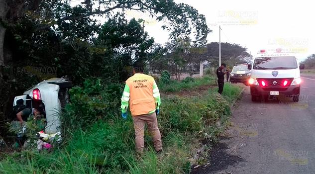Tráiler hizo volcar a un vehículo: 3 heridos en San Rafael