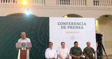 """""""Tienen un buen gobernador, no soy chorero"""", AMLO sobre Cuitláhuac"""