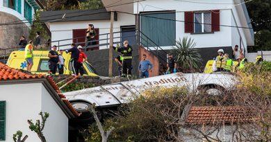 Al menos 28 muertos en Madeira al caer un autobús turístico sobre una casa