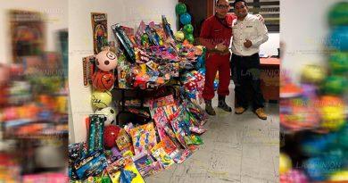 Bomberos de Poza Rica recolectan juguetes para llevar alegría por el Día del Niño