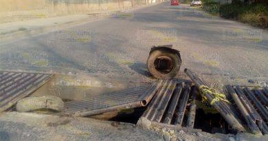 Camiones pesados destruyen rejillas en colonia de Poza Rica