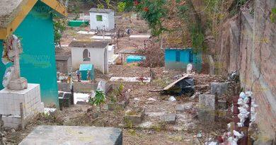 Complicada situación del panteón municipal de Coatzintla