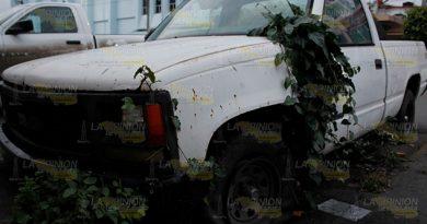 Deja FGE chatarra en las calles de Poza Rica