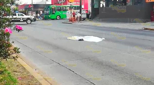 En Xalapa, mata a peatón y huye